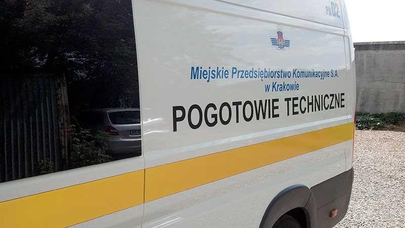 bok samochodu z logiem firmy miejskie przedsiębiorstwo komunikacyjne s.a. w Krakowie