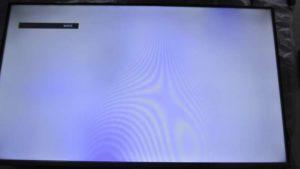 naprawa telewizorów kraków - niebieskie przebarwienia na ekranie oraz kurz